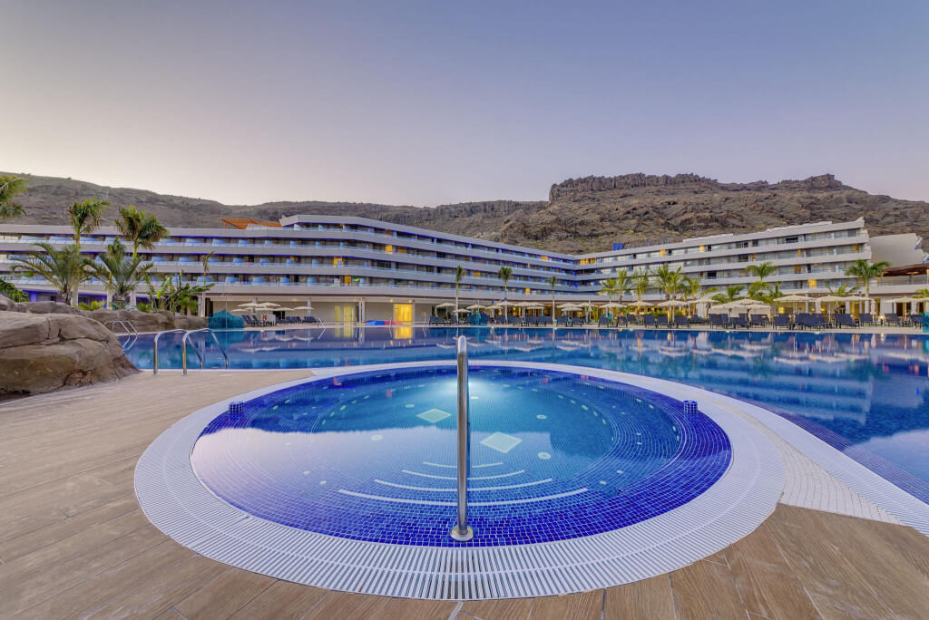 RADISSON BLU RESORT AND SPA MOGAN — Gran Canaria