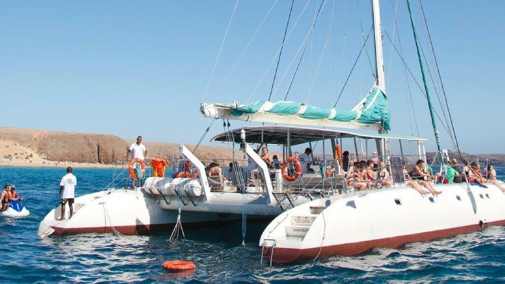 nyaralás, Lanzarote, Programok magyarul, Papagayo-öböl és Delfinles - Catlanza Catamaran, 3