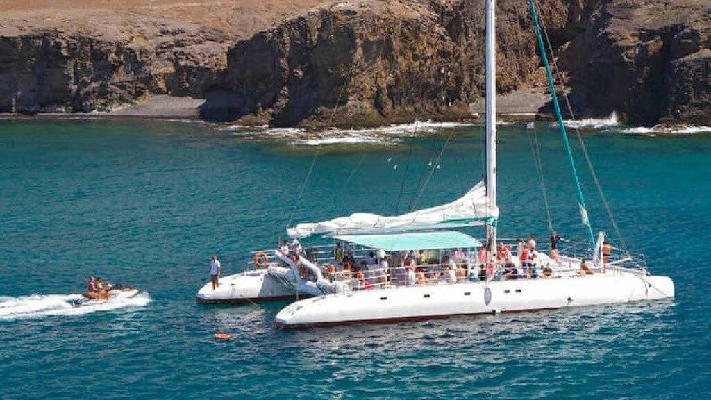 utazások, Lanzarote, Programok magyarul, Papagayo-öböl és Delfinles - Catlanza Catamaran, 2